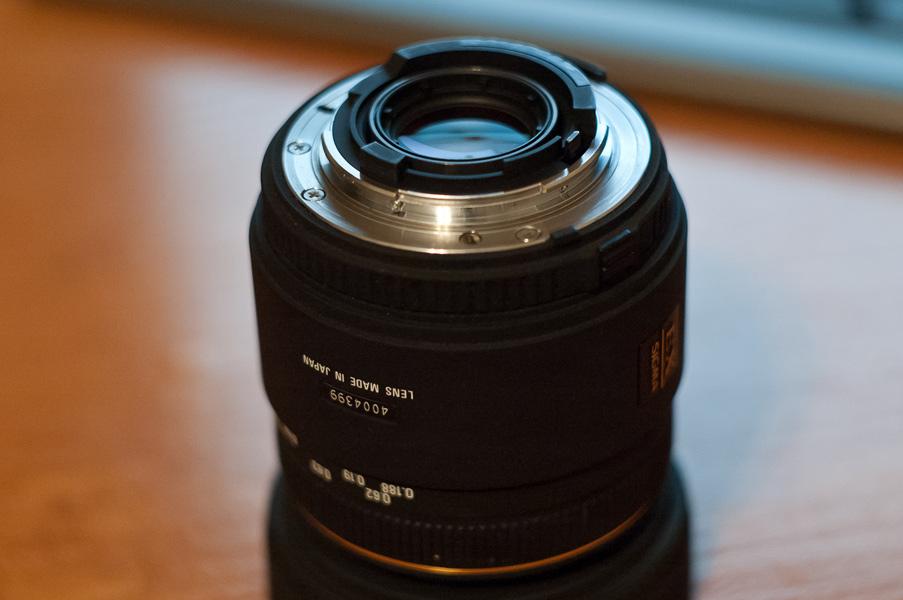 Фото объектива Sigma 50mm f2.8 macro (задняя линза-2)