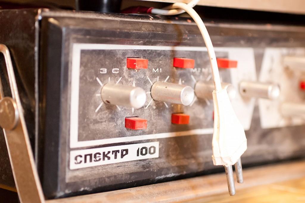 Усилитель Спектр 100 (говорят что при СССР стоил 900р.). Такое конечно не охота выбрасывать.