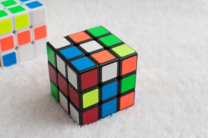 Обзор кубика Shengshou Legend